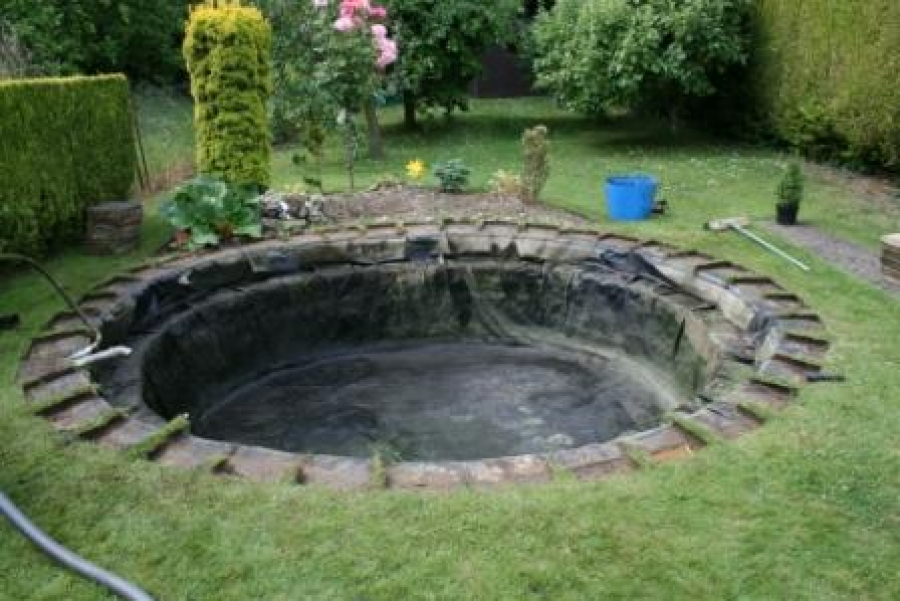 Sawbridgeworth Hertfordshire pond liner replacement using Firestone epdm.